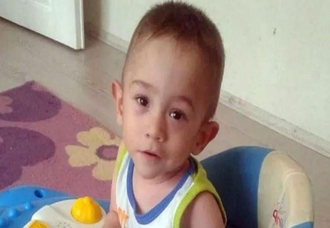 2 yaşındaki Yaşar, kanepeden düşerek hayatını kaybetti