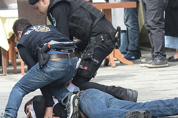 Photo of 1 Mayıs gösterilerinde taşkınlık çıkaran onlarca kişi gözaltına alındı0 (0)