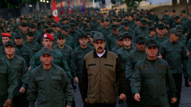 Maduro'nun yüzlerce asker ile yaptığı yürüyüş dikkat çekti